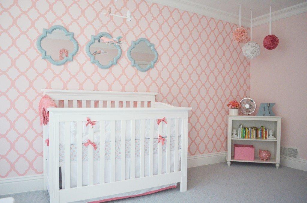 Habitación del bebé: paredes con stencil