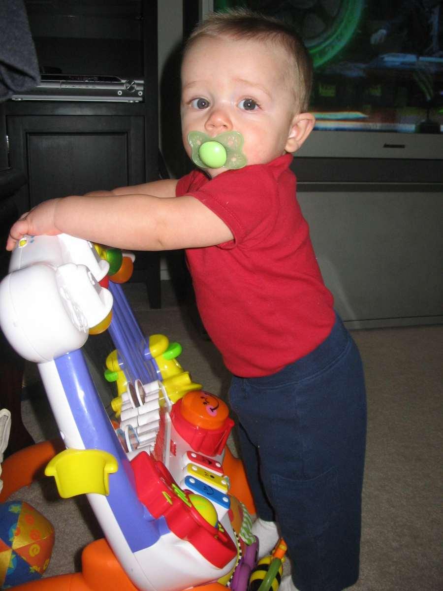 Bebé 8 meses: desarrollo físico