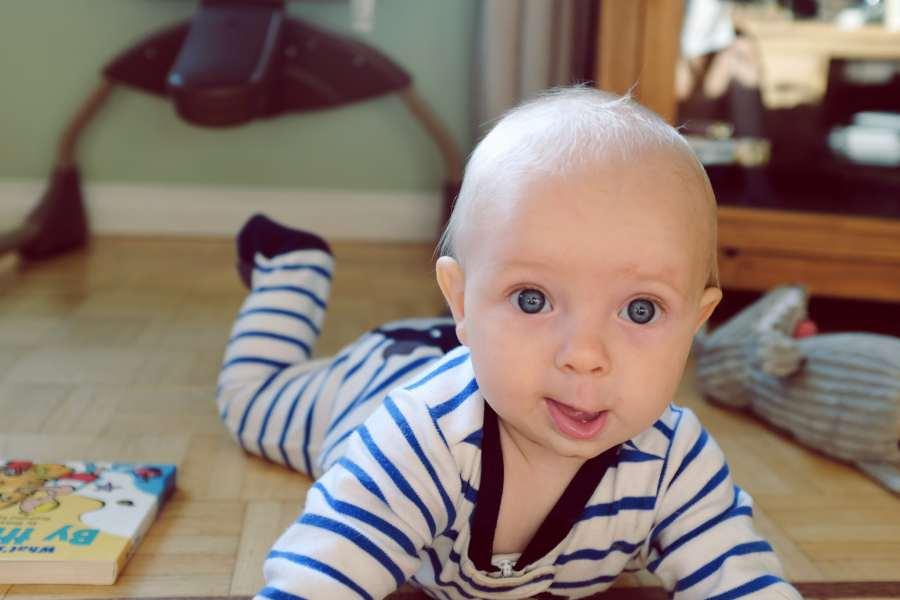 Bebé 5 meses: desarrollo psicomotriz